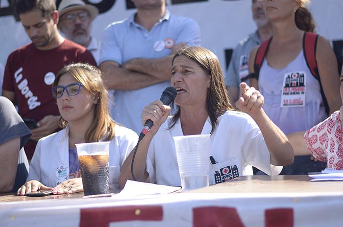 Andrea Dopazo, integrante de la lista de oposición antiburocrática Unidad de los que Luchan